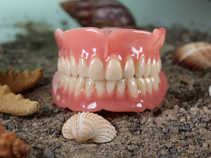 Praxisangebot Zahnprothetik - Ober-und Unterkiefer Totalprothese